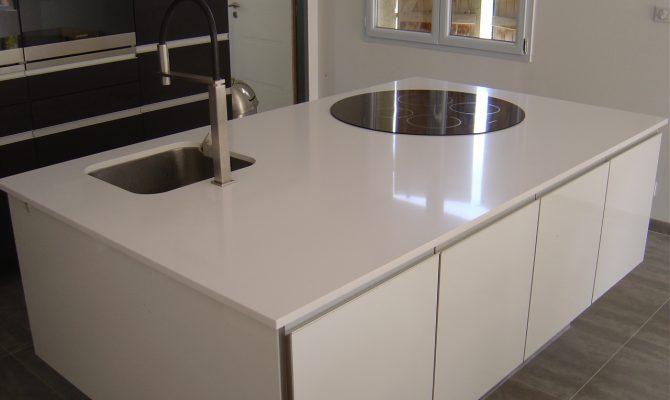 Cuisine granit blanc stoneline granitier agenceur for Cuisine quartz blanc
