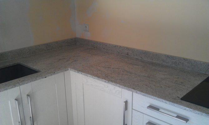 Cuisine Granit gris clair - Stoneline : Granitier Agenceur